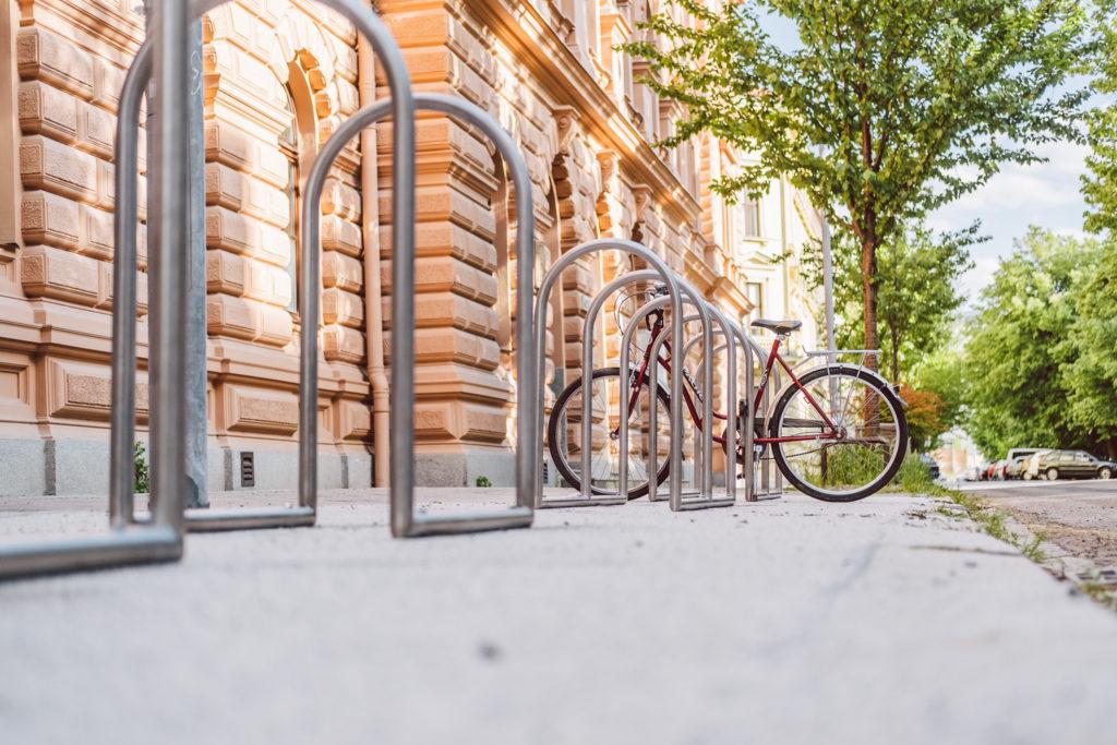 Brněnští cyklisté můžou využít nové stojany pro kola