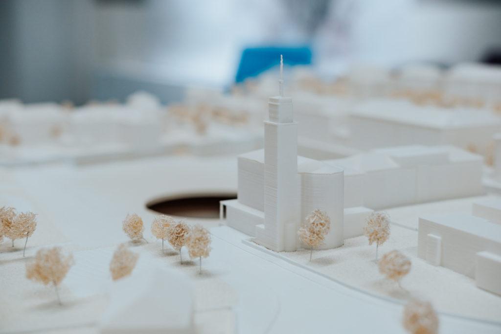Osm architektonických týmů chce proměnit náměstí Míru, z jejich návrhů teď odborná porota vybere ten vítězný